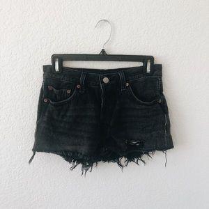 • 501 Levi black jean shorts •